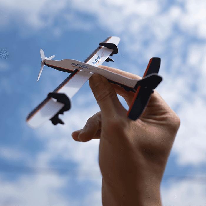 visuel d'une maquette d'avion Avnir aviation, réalisée par Laurent Agier, agence de communication à Toulon