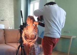 Image d'entête d'un article de blog pour le tournage d'une vidéo de shooting photographique par laurent agier, agence de communication sur Toulon